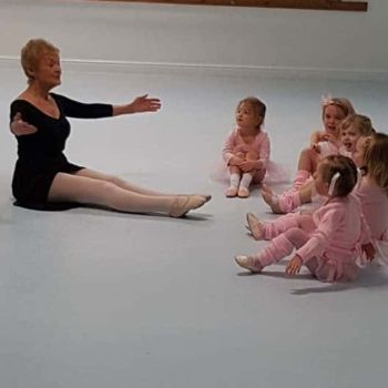 Barbara Peters, Britain's oldest ballerina teaching babyballet